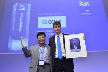 "Hanwha Q CELLS GmbH was honored for their product ""Q.PEAK RSF L-G4.2 360-375"""