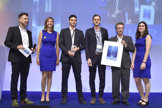 """The smarter E AWARD (Smart Renewable Energy): indielux UG was honored for """"ready2plugin – the safe plug-in"""""""